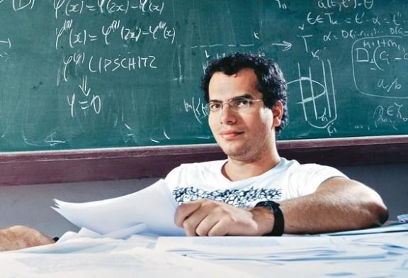 Artur Ávila conquista prêmio equivalente ao Nobel de Matemática