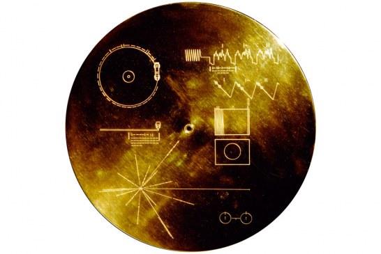 A música que atravessa o espaço e o tempo