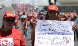 Protesto de professores em março deste ano em Brasília pedindo o fim do racismo na Educação. Foto: Marcelo Camargo/ Agência Brasil- Fotos Públicas