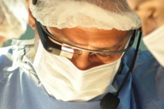 Robôs para cirurgia, parceria inovadora entre Google e indústria médica