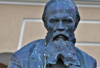 Os franceses por Dostoiévski