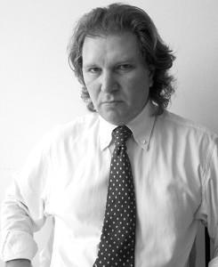 Roy Eskapa, PhD: Autor de livro polêmico, publicou diversos artigos em psicologia forênsica