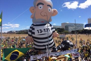 Boneco Gigante do Lula sofre atentado