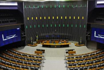 Corredores e plenário do Congresso Nacional na véspera do recesso parlamentar