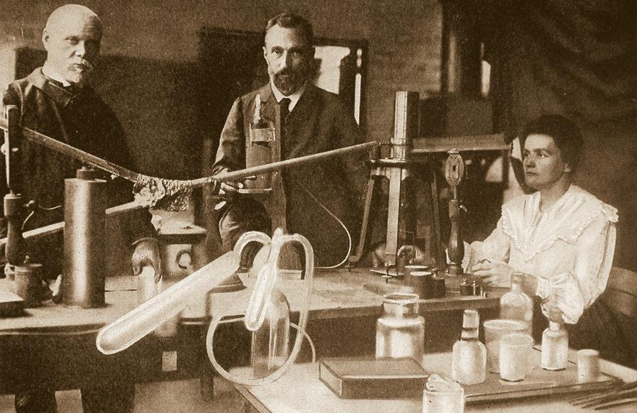 Pierre e Marie Curie em no laboratório quando o radium foi descoberto. (Henri Manuel, Paris)