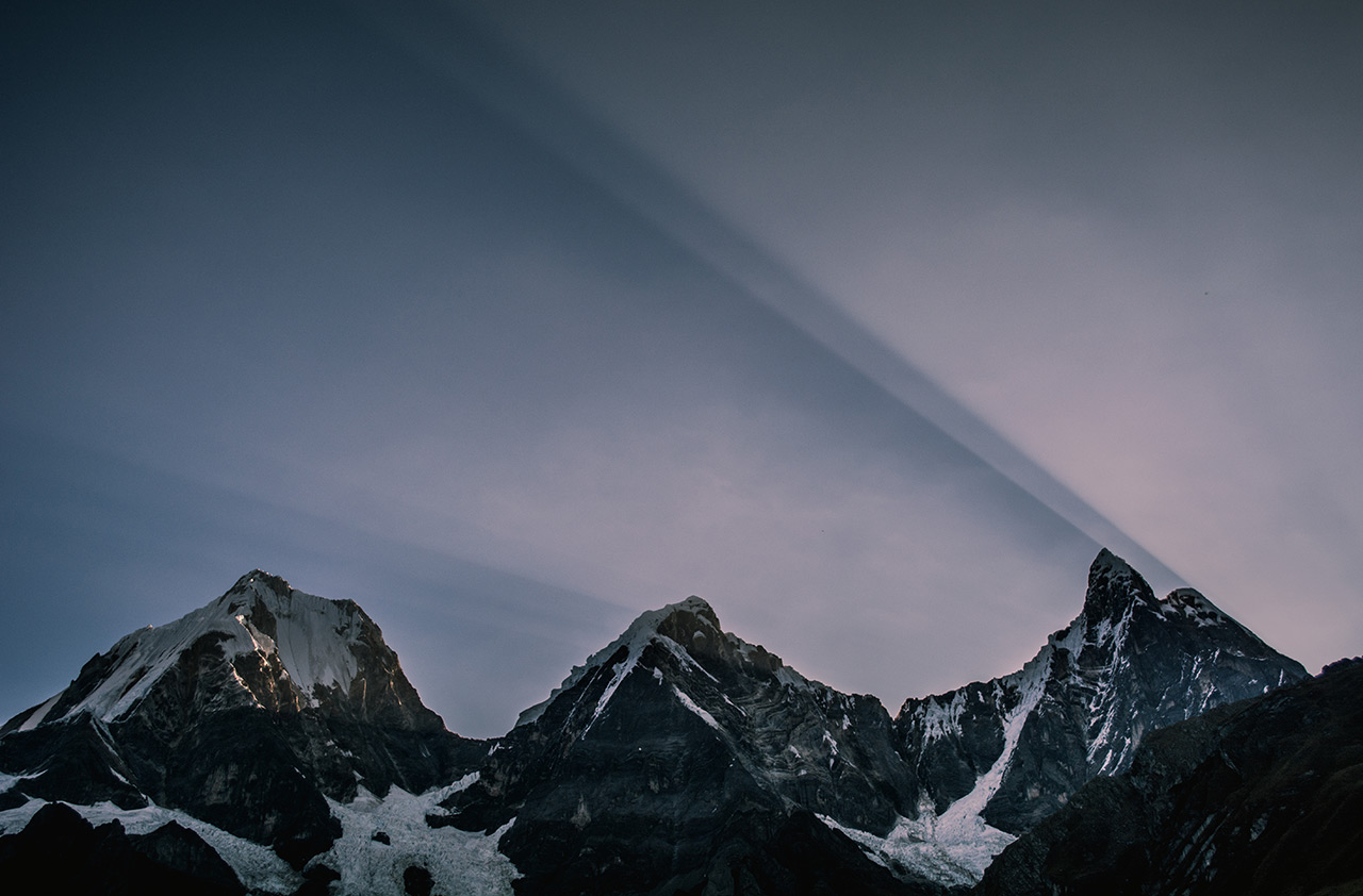por-do-sol-atras-das-montanhas-yerupaja