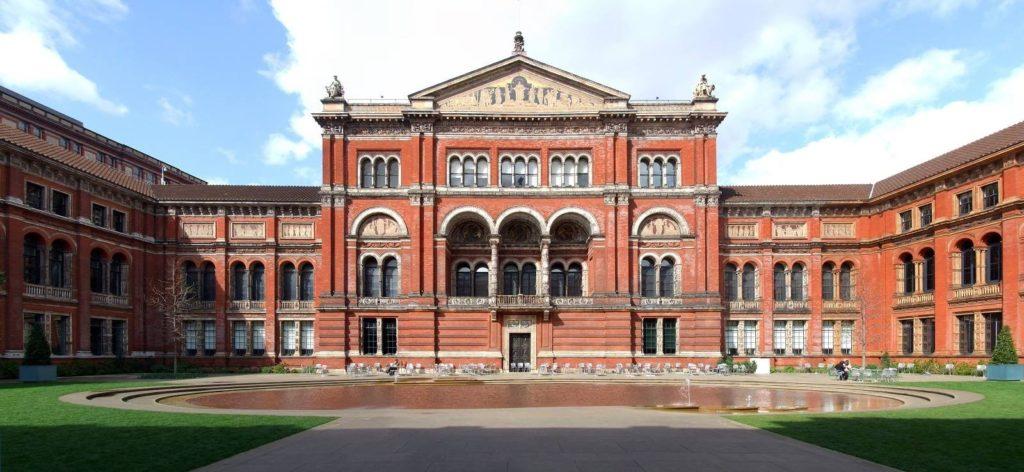 Fundado em 1852, o Victoria and Albert Museum é o maior museu de arte e design do mundo.