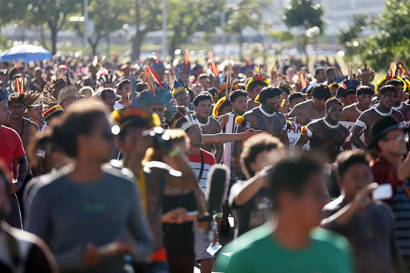 Índios fazem nova manifestação na Esplanada dos Ministérios
