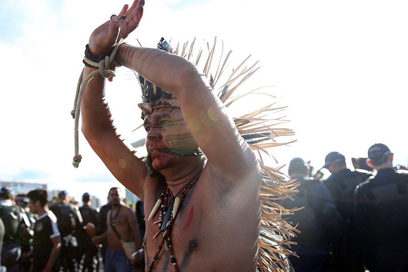 indios-fazem-nova-manifestao-na-esplanada-dos-ministrios4,