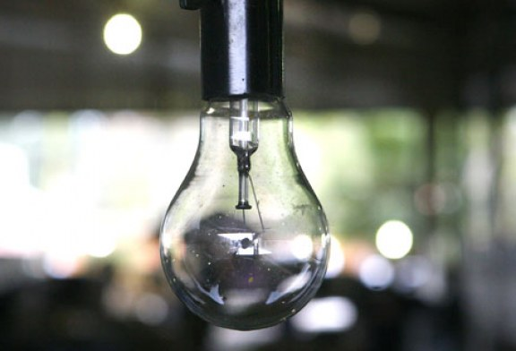 O primeiro passo é trocar a lâmpada